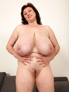 Saggy Tits Hairy Pussy Pics